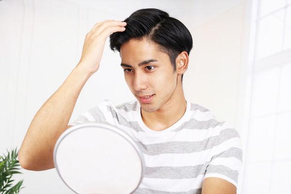 清潔感のある髪型の男性