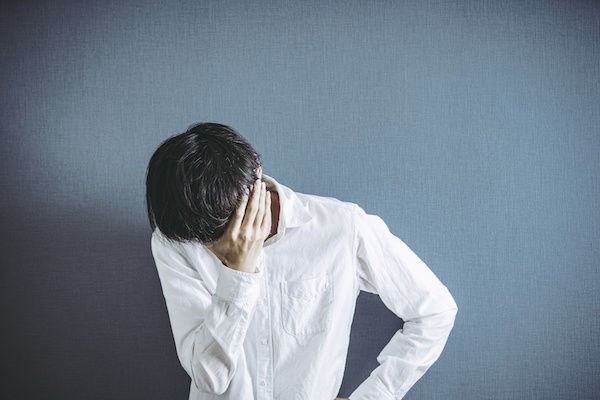 グロマンを見て「病気持ってそうだな」と顔を覆って絶望する男性