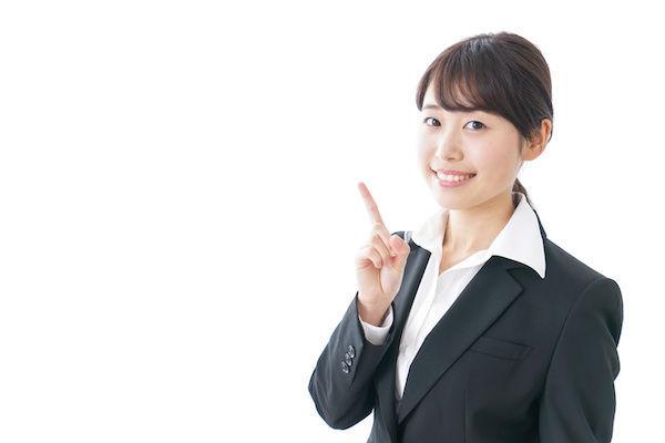 おすすめコンドームの選び方について教える女性