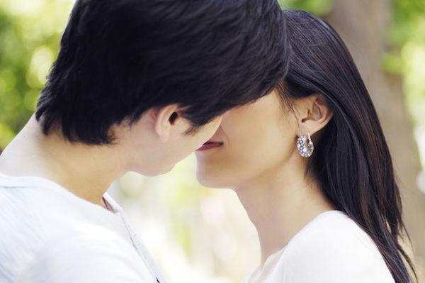 気持ちいいキスをするキスの相性がいいカップル