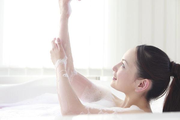 中イキするためにお風呂で体を温める女性