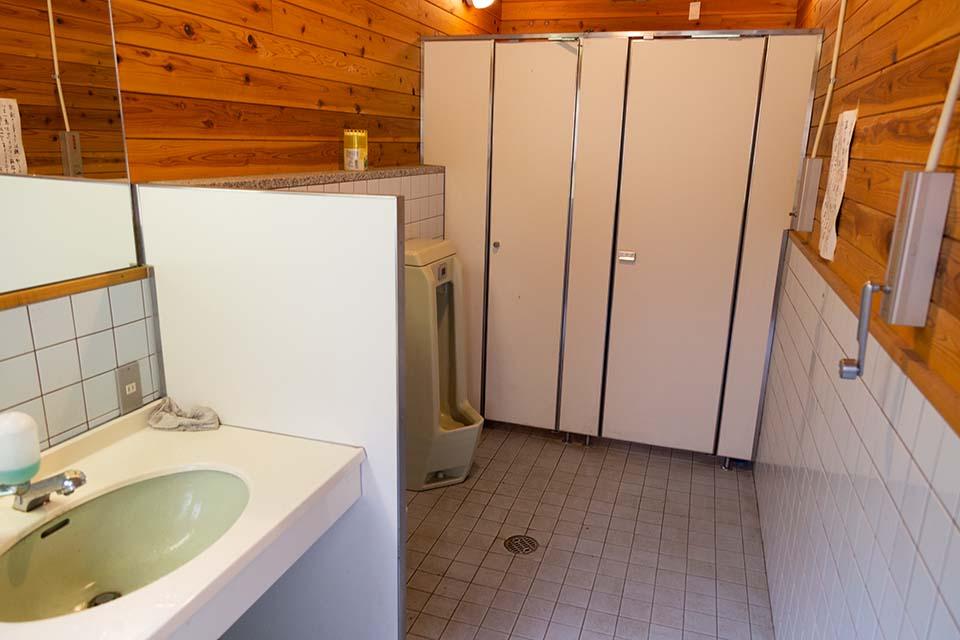 キャンプ場のトイレ