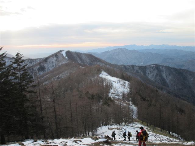 雲取山山頂から下山