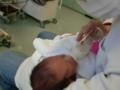 父親、初の授乳