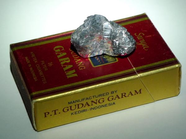 地底人がくれた石。君は信じるか?