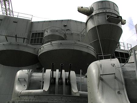 左舷測距儀と対空機関砲