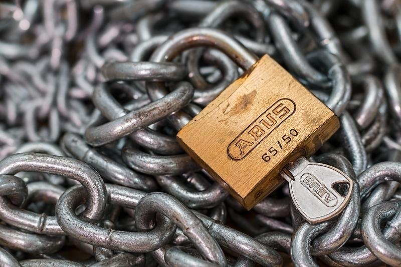 チェーンの上の錠前