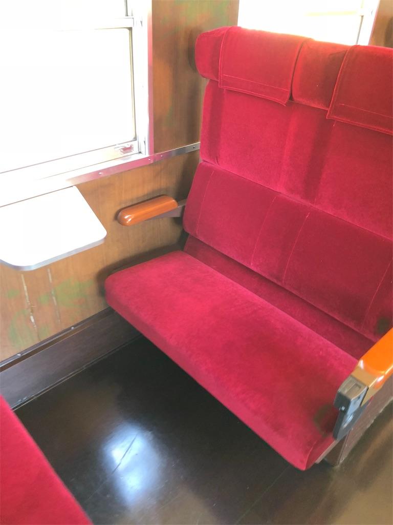 電車のレトロな座席