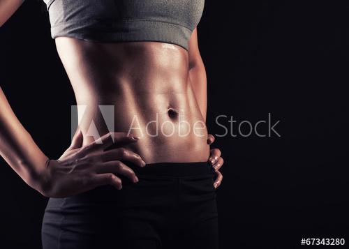 女性の腹筋の写真