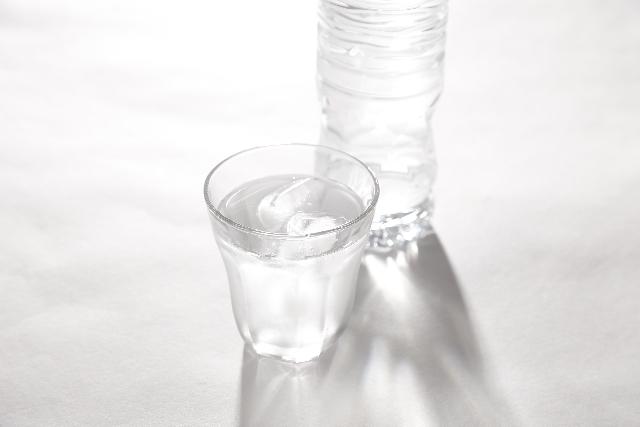 多めの水、氷で炊飯する