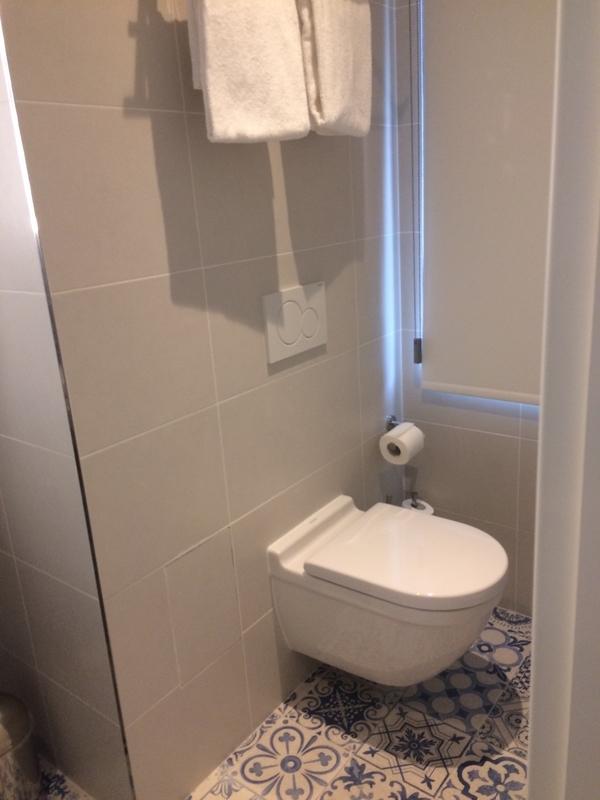 ベルギー・ブリュッセルのホテル Hyyge Hotel トイレ