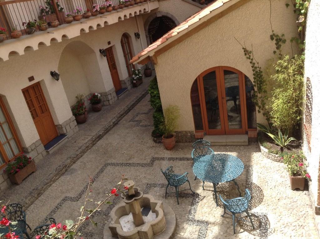 ボリビア・ラパスのホテルHotel Rosario La Paz 中庭