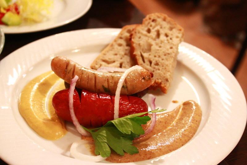 チェコプラハのレストラン U Kroka ソーセージグリル