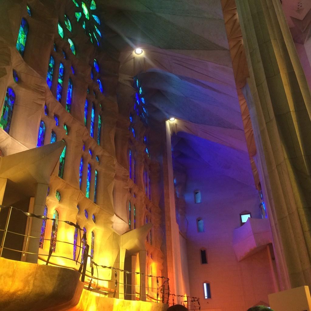 サグラダ・ファミリア教会(ステンドグラス)