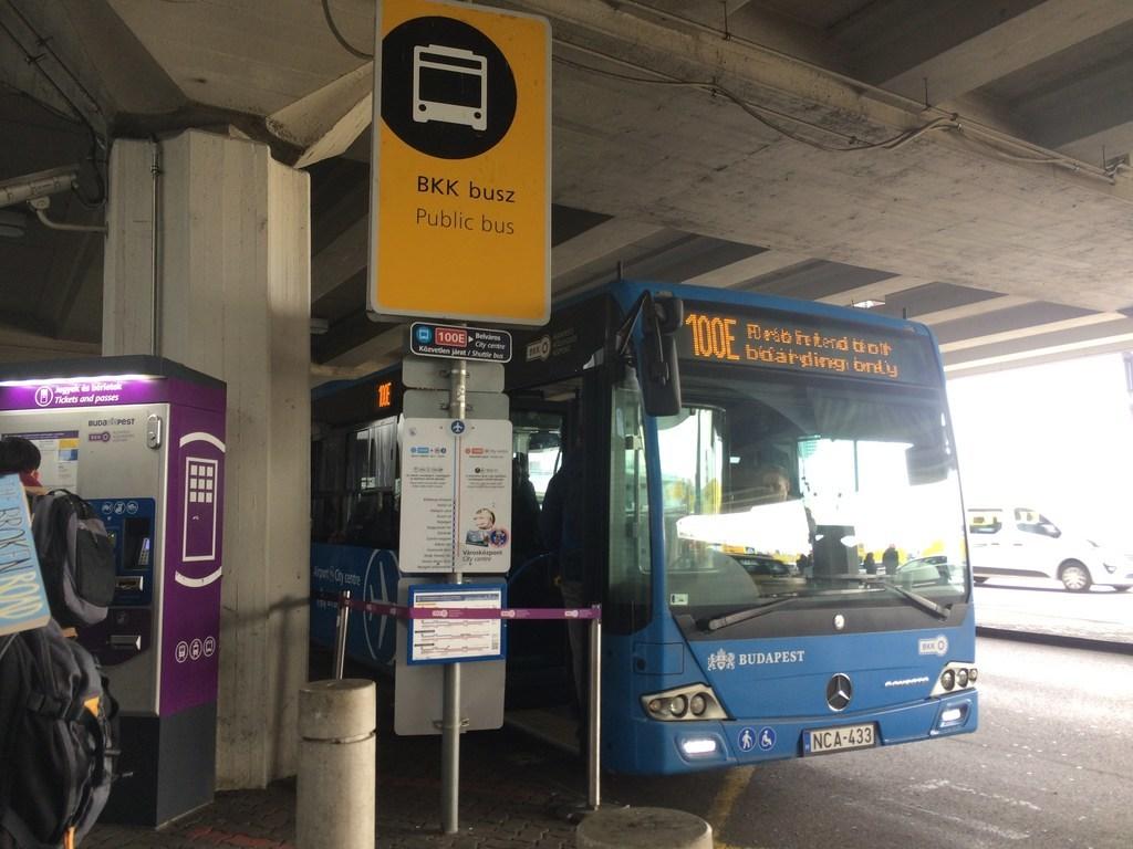 ハンガリーブダペスト空港100Eバス