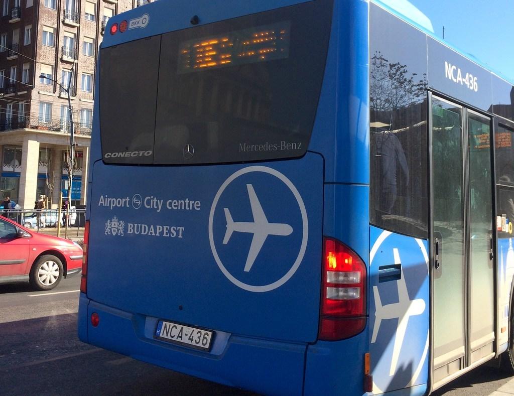 ハンガリーブダペスト空港100Eバス(Airport Shuttle Bus 100E)