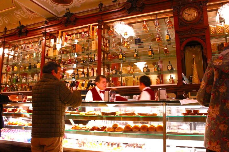 ポルトガルリスボンのカフェPastelaria Versailles