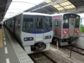 JR8000系とJR121系