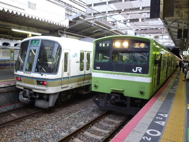 JR221系とJR201系