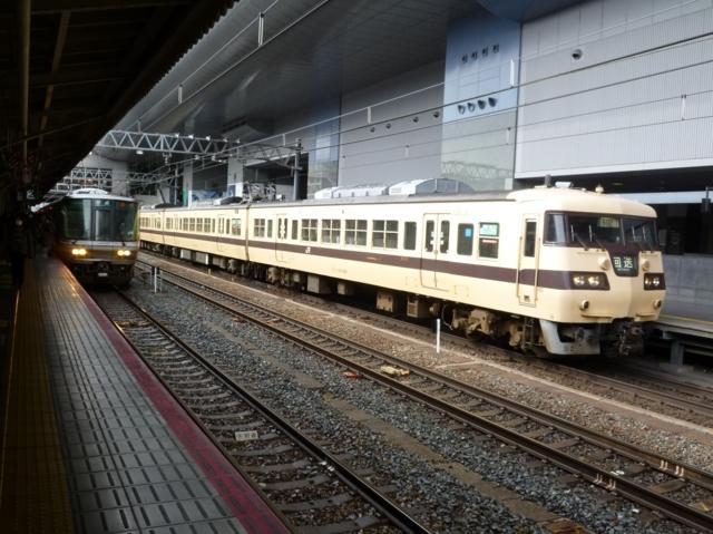 JR223系2000番代とJR117系