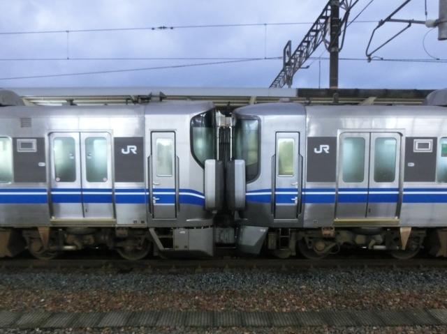 JR521系0番代×JR521系0番代