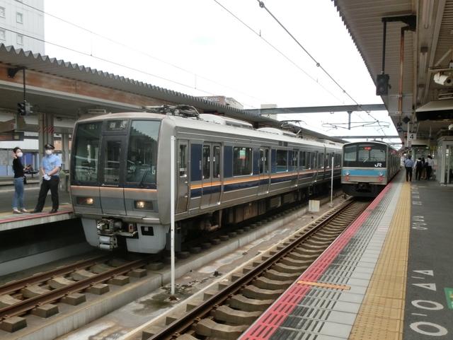 JR207系とJR205系0番代