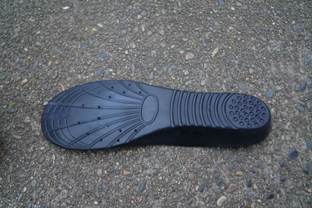 インソール 膝 足の裏 痛み 足底筋膜炎 立ち仕事 靴 スニーカー