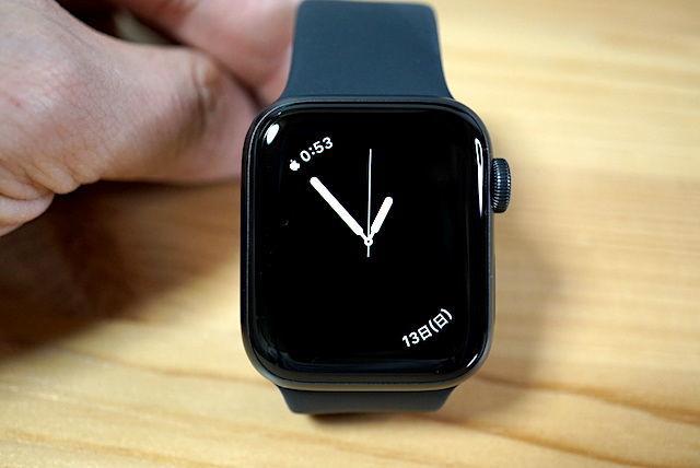 Apple Watch SE series3 series4 series5 series6 40mm 44mm 比較 画像 レビュー スペースグレイ シルバー ケース フィルム アルミ ステンレス 選び方 文字盤 服 オシャレ