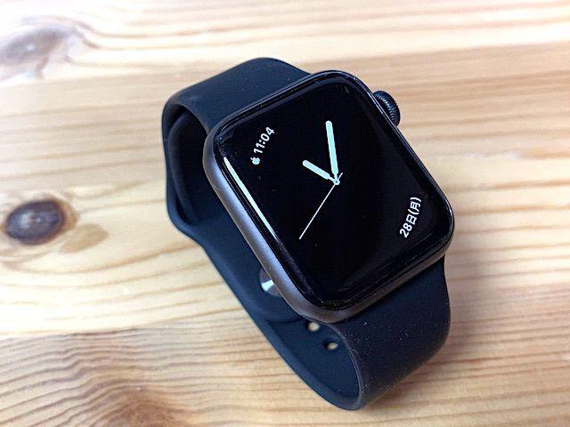買って良かった 2020 Apple Watch SE series3 series4 series5 series6 40mm 44mm 比較 画像 常時表示 レビュー スペースグレイ シルバー ケース フィルム アルミ ステンレス 選び方 文字盤 服 オシャレ