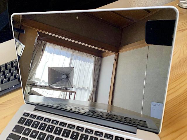 MacBook Pro コーティング 液晶 画面 retina レティナ 剥がれ 剥がす 原因 直す 自力 自分で リステイン 電解水 アルカリ アルコール キレイ 汚い 汚れ ティッシュ クロス 激落ちくん 簡単 時間 ピカール 研磨剤