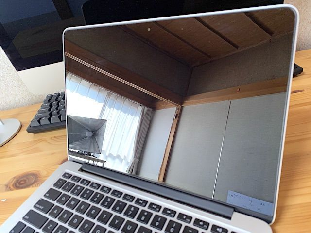 MacBook Pro コーティング 液晶 画面 retina レティナ 剥がれ 剥がす 原因 直す 自力 自分で 方法 おすすめ リステイン 電解水 アルカリ アルコール キレイ 汚い 汚れ ティッシュ クロス 激落ちくん 簡単 時間 ピカール 研磨剤 マルチクリーナー
