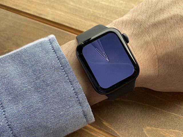 Apple Watch バンド スタンド フィルム ケース カバー SE series3 series4 series5 series6 40mm 44mm 比較 画像 常時表示 レビュー おすすめ 違い まとめ スペースグレイ シルバー ケース フィルム アルミ ステンレス 選び方 文字盤 服 シリコン フルオロエラストマー オシャレ サイズ LINE アプリ 操作 見やすさ 視認 性 迷う どっち Mac 簡単 存在感 見本 アップル ウォッチ 小物 まわり 周辺機器 置き時計 時計 立てかける 別売り バンド ミラネーゼ スポーツ ソロループ ループ グレー ブラック ビジネス 互換性 変え方 純正 amazon 楽天 Yahoo 以外 他社 サードパーティー 液状シリコン ゴム