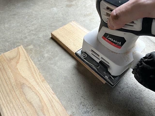 電動 サンダー 紙やすり ヤスリ サンディング ブライワックス ワトコオイル 木材 塗装 デスク テーブル 削る 落とす 剥がす 色落ち 簡単 おすすめ 80 60 ハンドサンダー 比較 ジャコビアン 違い キレイ 安い 仕上げ サンド ペーパー オービタル
