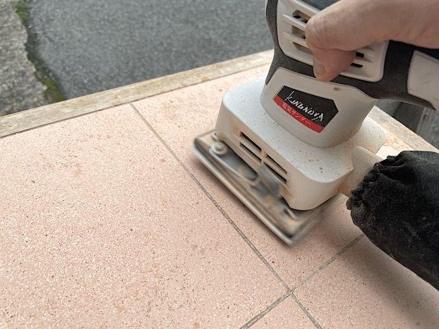 電動 サンダー 紙やすり ヤスリ サンディング ブライワックス ワトコオイル 木材 塗装 デスク テーブル 削る 落とす 剥がす 色落ち 簡単 おすすめ 80 60 ハンドサンダー 比較 ジャコビアン 違い キレイ 安い 仕上げ サンド ペーパー オービタル 価格 塗る