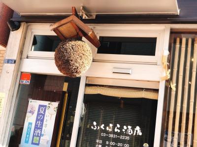 お店の出入り口には可愛い杉玉が