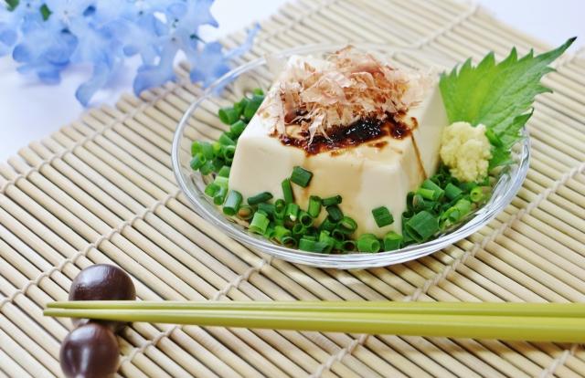 豆腐がペンギンの氷山にも似てる…