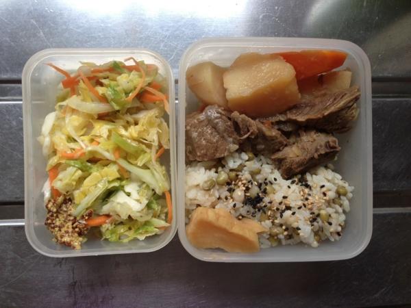 ハトムギ緑豆ご飯、牛筋肉じゃが、沢庵、コールスロー
