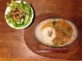 夏野菜タイ風カレー、レタスとゴボウのサラダ