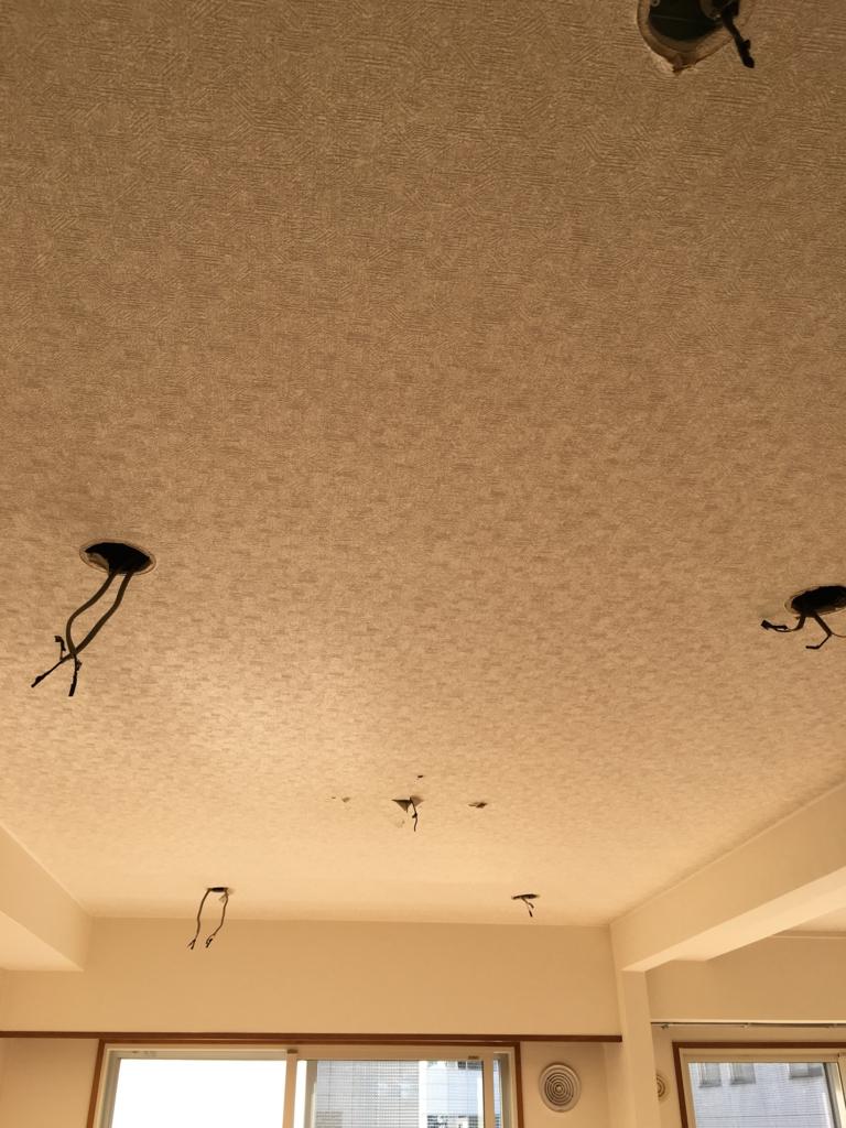 リノベーション工事初日のリビング天井の様子