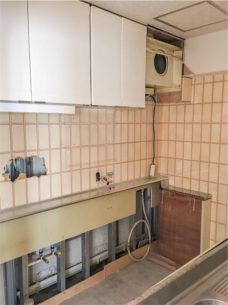 リノベーション工事前のキッチン撤去の様子