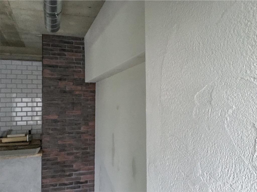 ゼオライトを塗ったリビングの壁