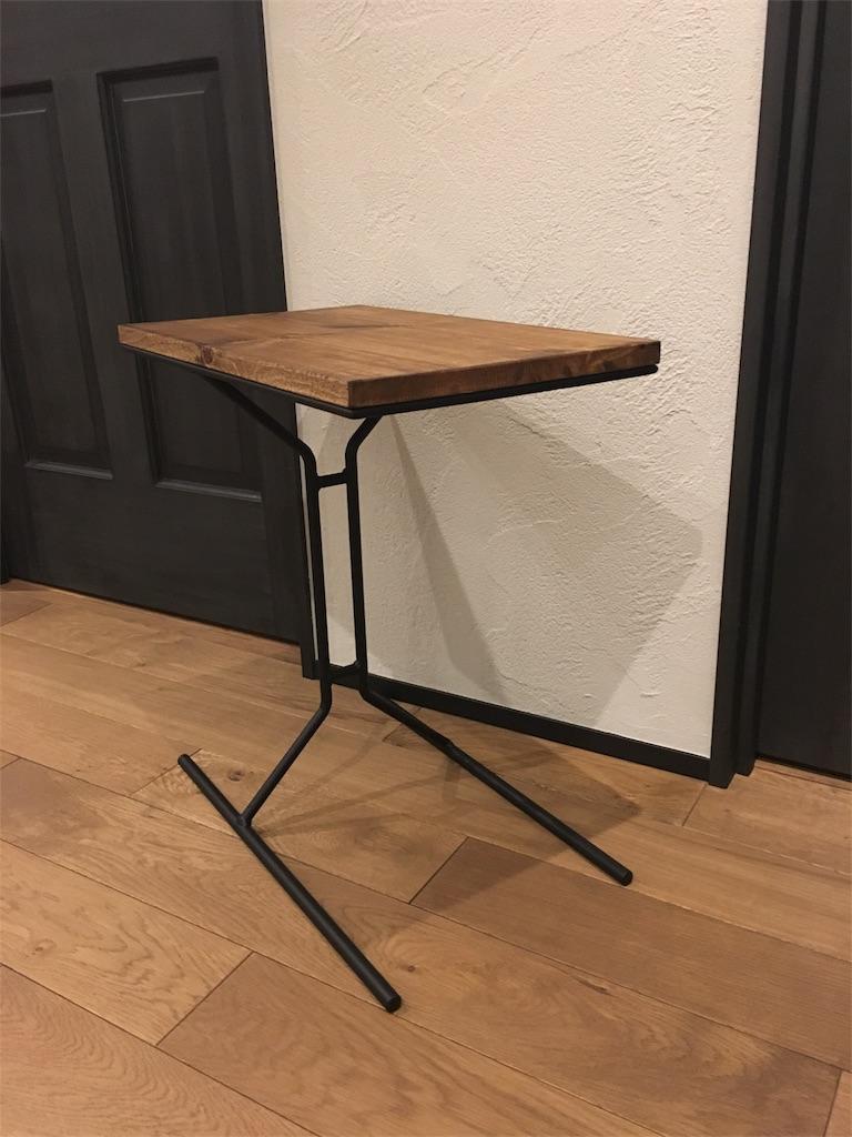 無垢の木とアイアンで手作りされた男前なサイドテーブル