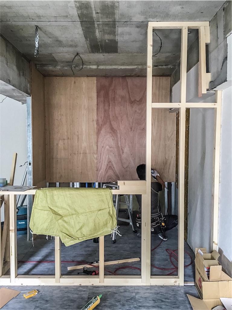 造作のキッチンカウンターができる様子01