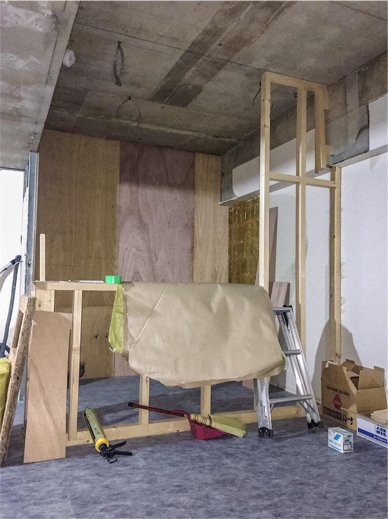 造作のキッチンカウンターができる様子02