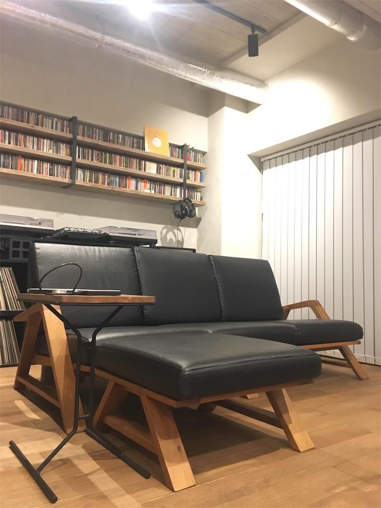 無垢材で手作りされたSabiSabiのRM Sofa