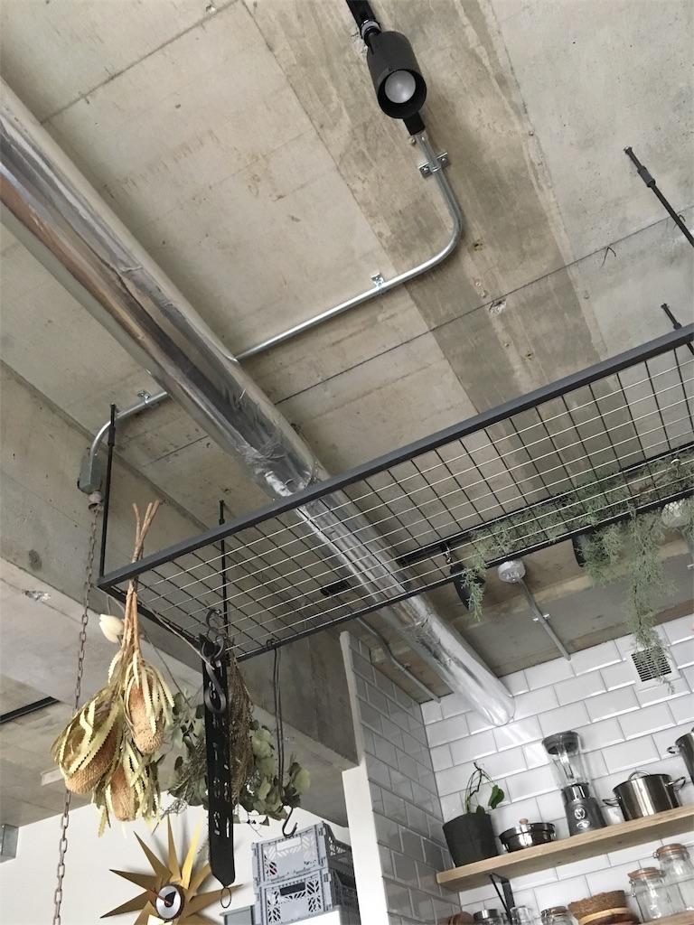 キッチンのコンクリート天井