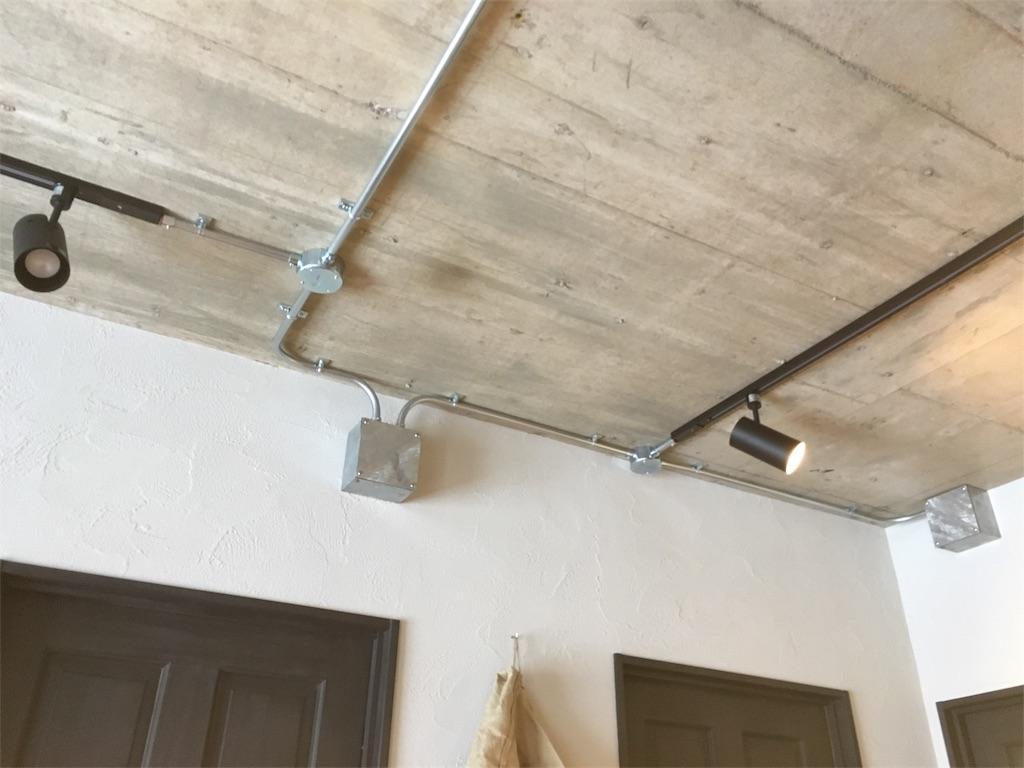 インダストリアルな電気とネット回線の配管