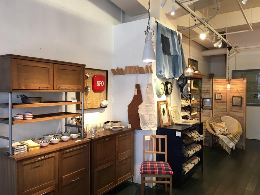 ACME Furniture(アクメファニチャー)や journal standard Furniture(ジャーナルスタンダード)の家具が並ぶ店内