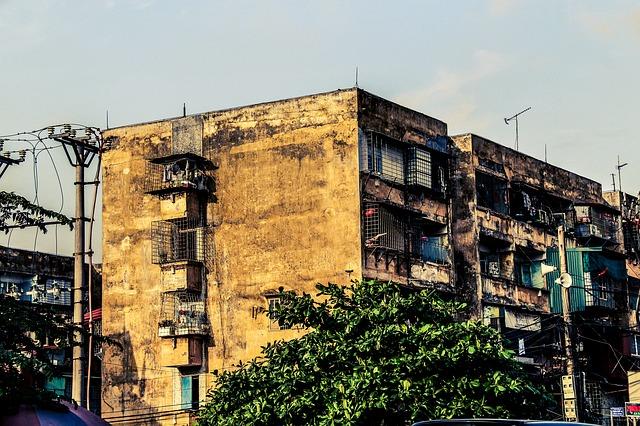 老朽化したマンションのイメージ画像