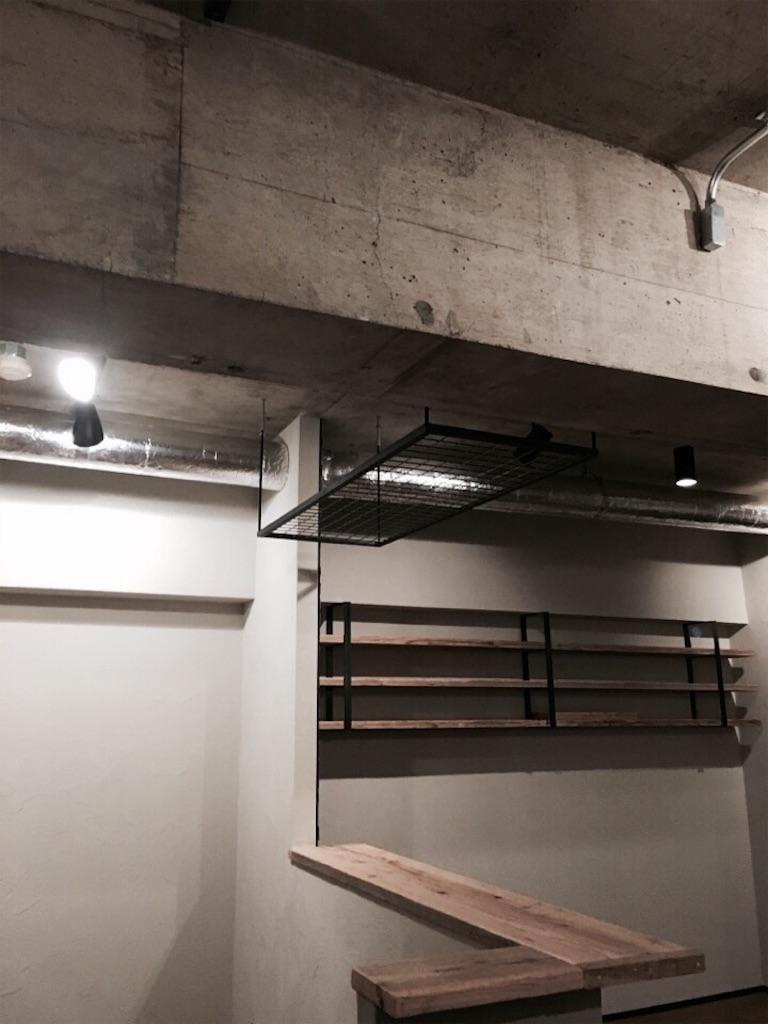 足場板の造作カウンターとCD専用の飾り棚